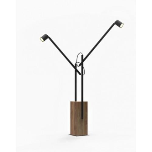 Lámpara de pie 2 brazos móviles. base cubo de madera maciza  cabezales GU10 orientables. Apto lámpara dicroica led.